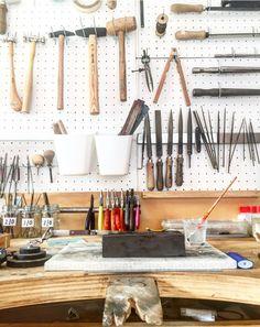 Tools of the trade goldsmithing - brenda kestemont atelier Mens Gold Jewelry, Jewelry Art, Workshop Layout, Jewellers Bench, Studio Spaces, Studio Organization, Workspaces, Studio Ideas, Room Ideas