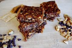 Chocolate Chip Banana Bread Energy Bars (vegan & GF!) @ Nutritionist in the Kitch