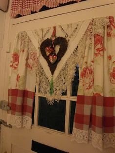 Great window treatment! I think I already have all the elements. I love it all, except the white lace at the bottom.