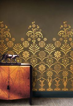 LAN1_by_stencil-library.black+gold Fab, large Art Deco stencil and paints from stencil-library.com. #artdeco #artdecostencils #largestencils #wallstencils #blackandgold