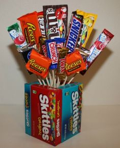 You can save money by making your own custom candy bouquet and vase for a special gift. This is a guide about making a candy bouquet with candy vase. Homemade Candies, Homemade Gifts, Diy Gifts, Food Gifts, Candy Bouquet Diy, Diy Bouquet, Money Bouquet, Boquet, Candy Gift Baskets