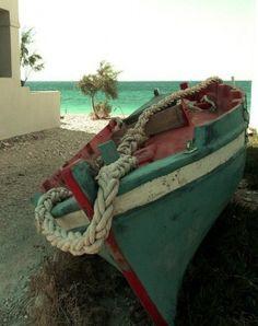 latristesse23: Praia Kokkari, ilha de Samos, na Grécia, picced via Piccsy.