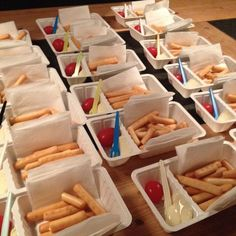 Looks like fast-food but it is healthy haha. Breadsticks and cheeze Healthy Snacks For Kids, Healthy Treats, Snacks Kids, Kids Birthday Treats, Food Humor, Happy Kids, High Tea, Diy Food, All You Need Is