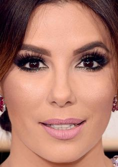 Close-up of Eva Longoria at the 2016 Golden Globe Awards.