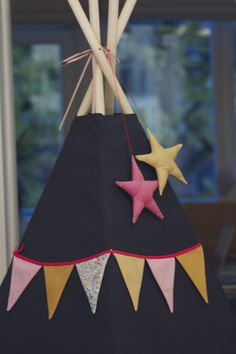 tipi étoiles Kids Tents, Teepee Kids, Teepee Tent, Teepees, Diy Tipi, Sewing For Kids, Diy For Kids, Gifts For Kids, Diy Projects To Try