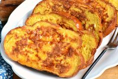The Best French Toast - Learn All About Making The Best French Toast - French Toast with Challah Estás en el lugar correcto para diy face mask sewing pattern Aquí presen - French Bread French Toast, Best French Toast, Challah French Toast, Breakfast Dishes, Breakfast Recipes, Breakfast Ideas, Breakfast In Bed, Awesome French Toast Recipe, French Toast Casserole