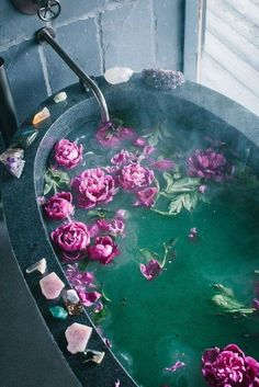 pinterest: chelseashaf Bath Flowers, Bathroom Flowers, Zen Bathroom Decor, Flowers In Water, Zen Home Decor, Rose Water, Purple Flowers, Bathroom Ideas, Day Spa Decor