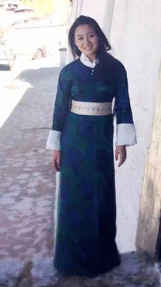Tibetan dress Thai Fashion, Folk Fashion, Tibetan Clothing, People Dress, Traditional Dresses, Blouse Designs, Beautiful People, Cool Outfits, High Neck Dress