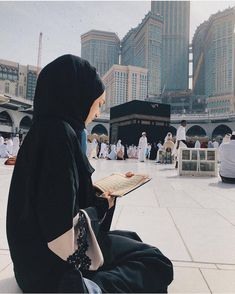 Learn Quran Academy provide the Quran learning services at home. Our mission to teach Quran with proper Tajweed and Tafseer to worldwide Muslim community. Mecca Islam, Mecca Kaaba, Mecca Mosque, Beautiful Hijab Girl, Beautiful Muslim Women, Hijabi Girl, Girl Hijab, Muslim Girls, Muslim Couples