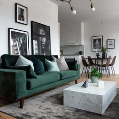 Modernes Wohnzimmer - New Ideas room Modern Living room Neutral and classic living room with a green sofa to add decor style room decor Scandi Living Room, Classic Living Room, Living Room Green, Cozy Living Rooms, Living Room Interior, Apartment Living, Home And Living, Small Living, Scandinavian Interior Living Room