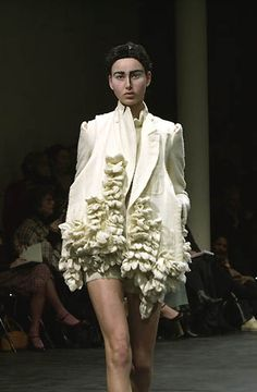 Comme des Gar�ons - Ready-to-Wear - Runway Collection - Women Fall / Winter 2000