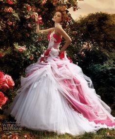 awesomeweddingdresses:    http://www.weddinginspirasi.com/2011/01/10/wedding-dresses-from-jillian-2011-sposa-collection/#more-9452