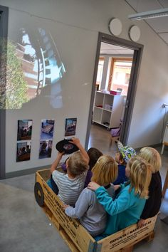 Syren Töreboda Blog: Dep. Ladybug - Speed - roller coaster ride on the projector ≈≈ http://www.pinterest.com/kinderooacademy/provocations-inspiring-classrooms/