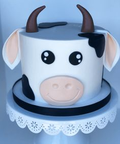 Cow Birthday Cake, Cow Birthday Parties, Animal Birthday Cakes, 2nd Birthday, Cow Cupcakes, Cupcake Cakes, Fancy Cakes, Cute Cakes, Farm Animal Cakes
