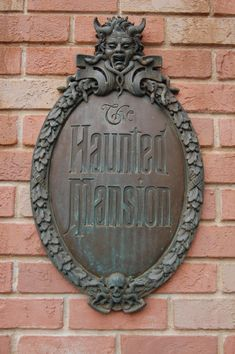 Turning our home into the Haunted Mansion – DIY Entrance Sign – The Imagine Ears Haunted Mansion Halloween, Haunted Mansion Disney, Disney World Resorts, Disney Parks, Walt Disney, Disney Fun, Disney Stuff, Hatbox Ghost, Rustoleum Spray Paint