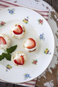 Paula Deen's Strawberry Tiramisu Bites are a lightly sweet bite of dessert, perfect for a party. Mini Desserts, Just Desserts, Delicious Desserts, Dessert Recipes, Plated Desserts, Yummy Recipes, Recipies, Strawberry Tiramisu, Strawberry Recipes