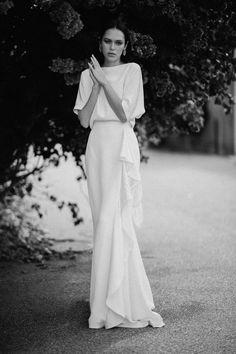 Midnight Sun 2020 — Lola Varma - Super elegant conservative weddi g dress. Source by - Minimal Wedding Dress, Minimalist Wedding Dresses, Elegant Wedding, Wedding Dress Simple, Simple White Dress, Minimal Dress, Trendy Wedding, Bridal Robes, Bridal Dresses