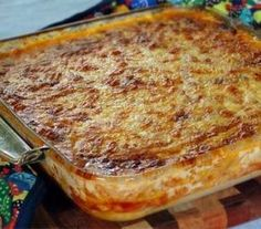 Porridge pie: It's looks a little bit like a lasagne, and is made from maize porridge with a very generous vegetable filling to ensure a rich, moist and admittedly decadent savoury tart. Easy be creative. South African Dishes, South African Recipes, Ethnic Recipes, Braai Recipes, Cooking Recipes, Barbecue Recipes, Master Chef, Pap Recipe, Kos