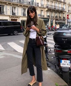 22 outfit ideas with your trench coat! - All the advice and ideas of outfits with a trench coat and how to wear it in style! Mode Outfits, Fashion Outfits, Womens Fashion, Fashion Tips, Fashion Hacks, Fashion Ideas, Fashion Quotes, Modest Fashion, Hijab Fashion