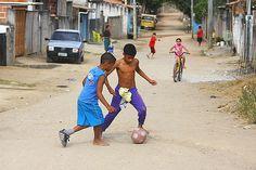 futebol de rua | Favela do Rio Comprido Jacareí-SP-Brasil. | claudio vieira | Flickr