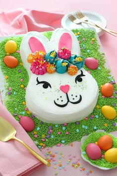 Hippity-hoppity, Easter's on its way! Celebrate with this charming bunny-shaped carrot cake, complete with edible Easter grass and candy eggs. Easter Bunny Cake, Hoppy Easter, Easter Cookies, Easter Treats, Cupcake Cookies, Bunny Cakes, Carrot Sheet Cake Recipe, Sheet Cake Recipes, Frosting Recipes