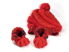 Baby hat and socks knitted red set, 3-6 m baby beanie pom pom hat with booties Knitted Baby Cardigan, Knit Beanie Hat, Knitted Hats, Sweater Hat, Beanie Babies, Baby Hats, Knitting Socks, Hand Knitting, Handmade Market
