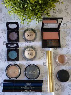 Melanie's Nook: Other : Mommy's Makeup Stash Pink Makeup, Makeup Art, Makeup Tools, Makeup Brushes, Beauty Tutorials, Beauty Hacks, Blusher Brush, Eyeliner, Eyeshadow