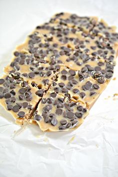 Are you wanting some of the best keto fudge? Why not try this recipe for low carb keto peanut butter chocolate chip fudge. A savory fudge recipe that is easy to… Sugar Free Fudge, Sugar Free Chocolate Chips, Chocolate Peanut Butter, Chocolate Fudge, Diabetic Chocolate, Low Carb Desserts, Low Carb Recipes, Cooking Recipes, Healthy Recipes