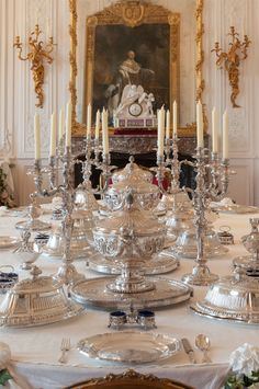 This sumptuous silver service in the White Drawing Room at Waddeson Manor is one of the few great royal silver services to survive. It was commissioned by George III in the for use in Hanover. (c)Waddesdon, A Rothschild House and Gardens Rothschild House, Beverly Hills, Royal Room, Tea Places, Princess Aesthetic, Elegant Dining Room, Party Venues, Royal House, Drawing Room