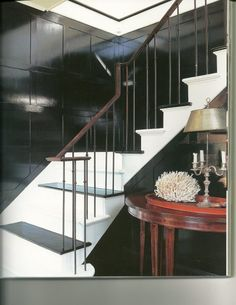 Such an unusual banister. I'm thinking someone came up with a very creative way to deal with a tricky stair situation. Very clever.