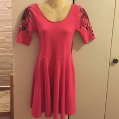 Free people dress This free people dress is SO pretty. Stitched flower designs on both shoulders of this 3/4 sleeve pink dress. Very well made. Size xs Free People Dresses Midi