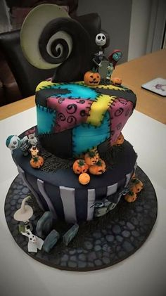 This is THE cake of all canes! Bolo Halloween, Halloween Torte, Halloween Treats, Halloween Wedding Cakes, Fancy Cakes, Cute Cakes, Nightmare Before Christmas Wedding, Nightmare Before Christmas Decorations, Beautiful Cakes