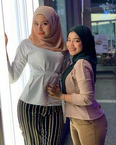 Beautiful Muslim Women, Beautiful Hijab, Beautiful Asian Girls, Hijab Teen, Arab Girls Hijab, Modern Hijab Fashion, Muslim Women Fashion, Hijabi Girl, Girl Hijab