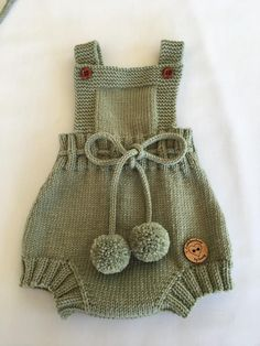 Knitted Baby Clothes, Baby Doll Clothes, Knitted Romper, Baby Boy Knitting Patterns, Hand Knitting, Romper Pattern, Baby Costumes, Baby Dress, Body