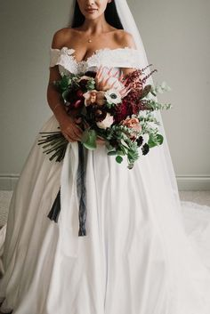 A Dark and Sophisticated Glam Wedding in Wakefield, Quebec Best Wedding Venues, Wedding Tips, Destination Wedding, Wedding Day, Intimate Weddings, Real Weddings, Bridal Gowns, Wedding Dresses, Dress First