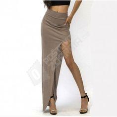 Dámská sukně s výrazným rozparkem