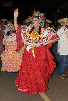 montuna santeña con faldón de saraza rojo y rebozo de hilo  | reina festival de la mejorana 2012, Alexandra Vargas Benavides #pollerapanameña
