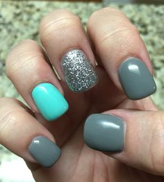 Grey, glitter and turquoise nails!