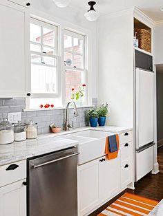 Selecting a simple subway tile with a beveled edge for the backsplash introduces depth and dimension to the space, as the angled edges reflect light: http://www.bhg.com/kitchen/backsplash/kitchen-backsplash-ideas/?socsrc=bhgpin110314beveledbeauties&page=33