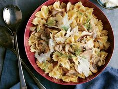 How To Make Tortilla Chips Wild Mushroom Farfalle You Can Substitute Fresh Parsley Or Thyme For The Dill. A Little Starchy Pasta Cooking Liquid Helps To Bind The Delicate Sauce. Vegetarian Pasta Dishes, Vegetarian Recipes, Healthy Recipes, Healthy Dinners, Quick Meals, Simple Meals, Going Vegetarian, Veggie Meals, Fast Recipes
