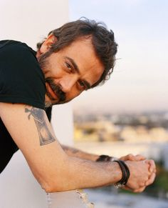 Jeffrey Dean Morgan, just want to run my fingers thru that messy hair.