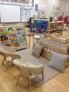 Welcome to my pre-k classroom tour! Classroom spaces and and arrangements are so very important and especially in the early childhood. Reggio Classroom, Classroom Organisation, Classroom Libraries, Daycare Organization, Daycare Setup, Calm Classroom, Daycare Design, Classroom Setting, Classroom Design