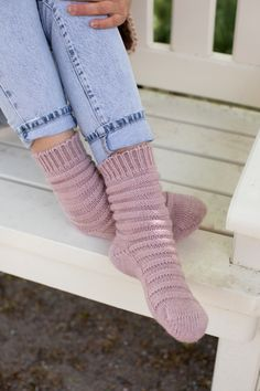 Cosy by Novita Sadepäivä-sukat Knitting Machine Patterns, Dress Sewing Patterns, Knitting Socks, Knitting Stitches, Woolen Socks, Sock Toys, Quick Knits, Knit Fashion, Knit Or Crochet