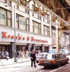 Vintage photo of Kroch's & Brentano's Bookstore on Wabash Ave in Chicago's Loop.