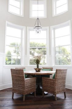 Gorgeous seating area: http://www.stylemepretty.com/living/2014/04/29/newport-beach-home-tour/ | Photography: Esther Sun - http://www.esthersunphoto.com/