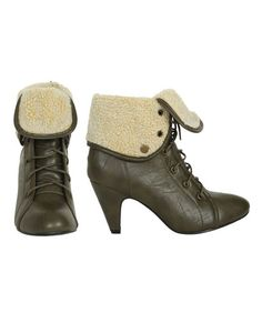 Keirsten got these shoes and I'm dying to get them too. They remind me of something River Song would wear.