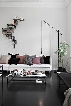 Ikea 'Söderhamn' sofa via Interior Flat, Interior Exterior, Home Living Room, Living Room Decor, Living Spaces, Söderhamn Sofa, Black And White Living Room, Interior Decorating, Interior Design