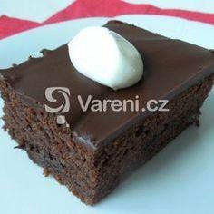 Fotografie receptu: Jogurtový koláč s čokoládou Sweet Desserts, Sweet Recipes, Snack Recipes, Snacks, Slovak Recipes, Good Food, Yummy Food, Healthy Food, Something Sweet