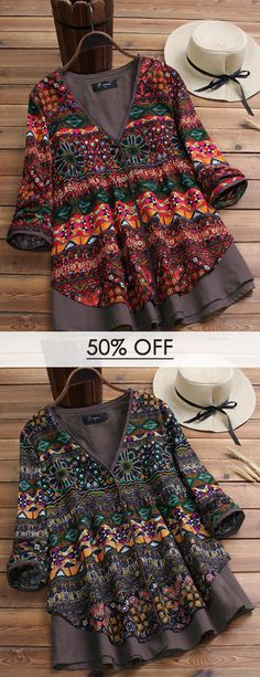O-NEWE Vintage Print Patchwork V-neck Blouse for Women can cover your body well, make you more sexy, Newchic offer cheap plus size fashion tops for women. Boho Outfits, Pretty Outfits, Beautiful Outfits, Blouse Col V, Blouses For Women, Sweaters For Women, Mode Boho, Older Women Fashion, African Fashion Dresses