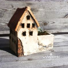 Hand Built Pottery, Slab Pottery, Ceramic Pottery, Ceramic Art, Clay Houses, Ceramic Houses, Ceramic Planters, Pottery Houses, Gift Box Design